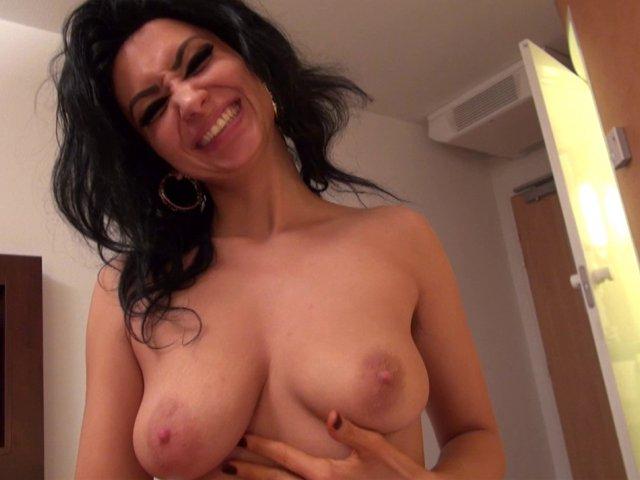 Sextape d'une amatrice à gros seins